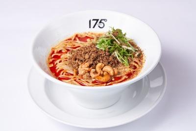 「汁あり担担麺」(900円)。汁なしとも食べ比べてみたい