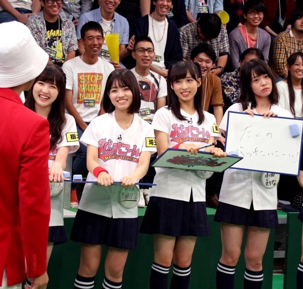 鈴木拓から「バカにしてるだろ」と迫られた小田えりな(写真右端)はとぼけた表情を見せる
