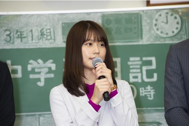 【写真を見る】主演を務める有村架純。初の教師役となる今作への意気込みを明かした