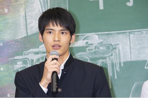 今作で俳優デビューとなる岡田健史