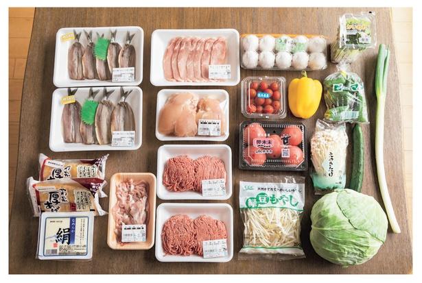 【写真を見る】火曜日に1週間分の食材をまとめて買い、金曜日に足りない分を買い足します。