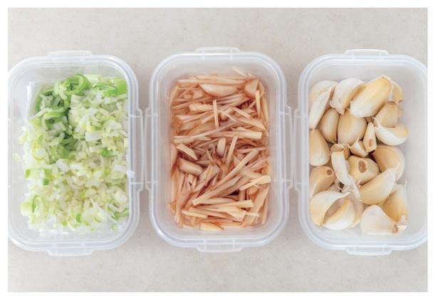 料理に欠かせない香味野菜も、半調理して冷蔵庫へ