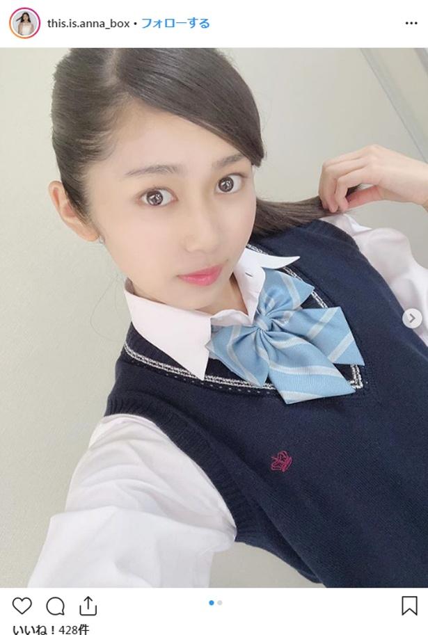 【写真を見る】指原莉乃が「めちゃめちゃかわいい!」と絶賛した浅野杏奈の制服姿