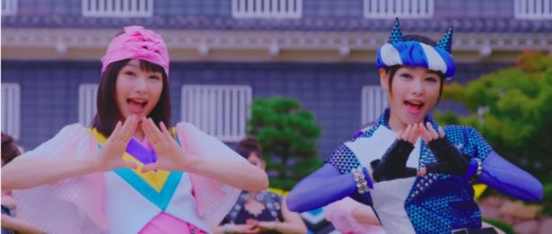 岡山市PR動画でMOMOガールとONIボーイを一人二役で演じた桜井日奈子