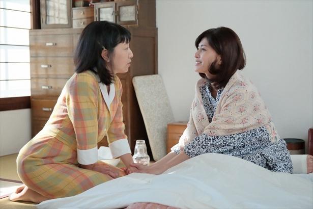 【写真を見る】咲(内田有紀)は病床でも美しい…ため息が出そう