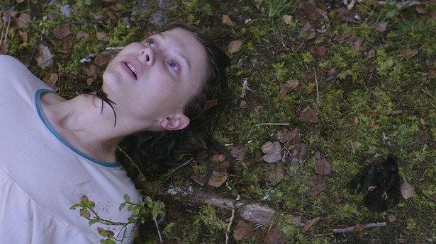 テルマ役はノルウェーで子役から活躍するエイリ・ハーボー。2018年ベルリン国際映画祭シューティング・スター賞を受賞し、今後も期待大!
