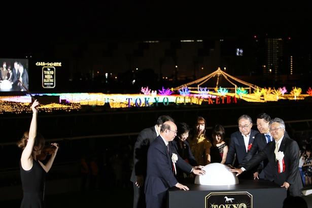 寺井尚子氏の演奏終了を合図にMEGA点灯スイッチが押されると、内馬場のイルミネーションが一斉に点灯した