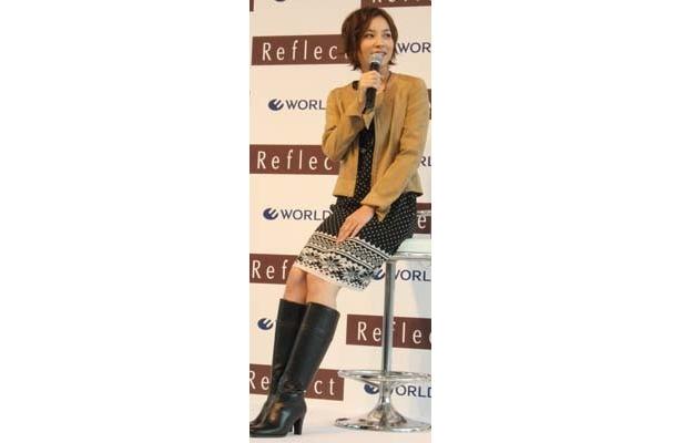 「洋服は素材感を一番大切にしますね」と瀬戸朝香