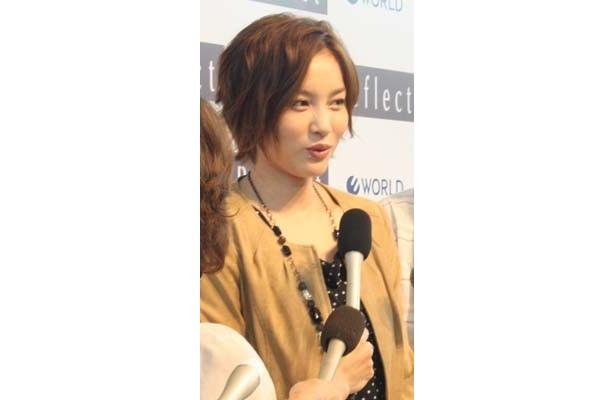 「これからテレビや映画のお仕事をいっぱいしたいです」と話す瀬戸朝香