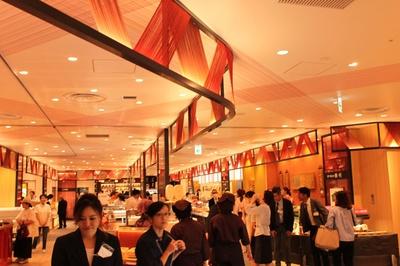 2階『京名菓・名菜処 亰(みやこ)』の店内