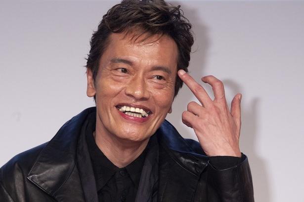 遠藤憲一の笑顔がみんなをハッピーにする