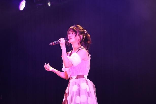 イベント冒頭では「夏のプラチナ」や「永遠」といったオリジナル曲を聞かせた