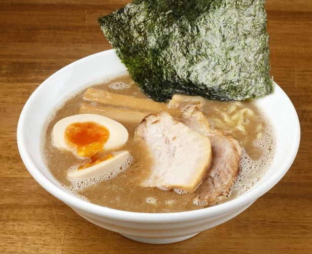 「ラーメンサンガ」の「特鰹豚麺(味玉入り)」(950円)