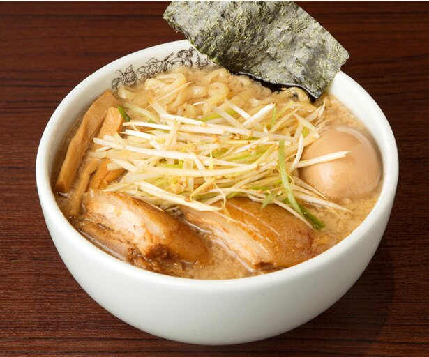【写真を見る】「二九八家 いわせ」の「二九八家ら~麺」  (1,000円)