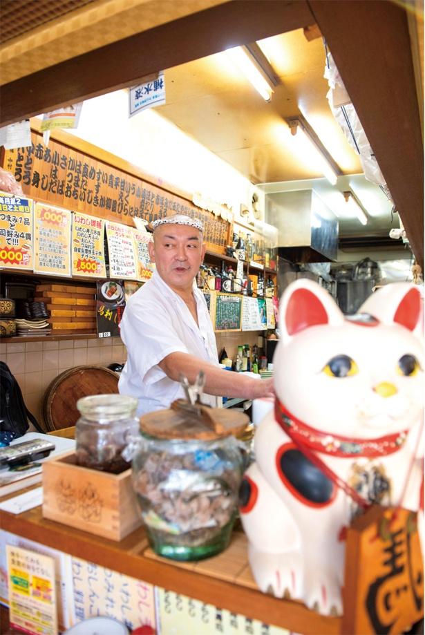 店主の櫻井 宏さん。シャリ酢の酢は店主の自宅で育てた梅を漬けて作っている。宴会料理は生地から作るピザが登場するな ど、バラエティ 豊かに楽しめる