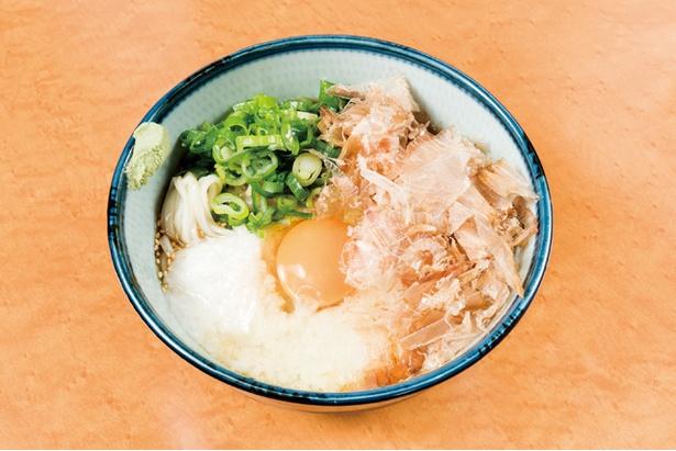 スタミナぶっかけうどん(800円) / 山イモ、卵、カツオ節、糸島産ネギを混ぜ合わせて食べる。ぶっかけ専用のオリジナルのダシはあと味すっきり