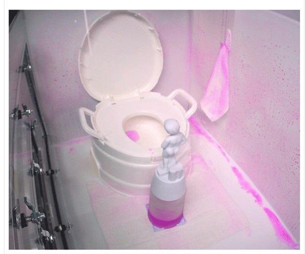 7割の主婦が悩むトイレのニオイ… 根本的原因は「壁」にある!?