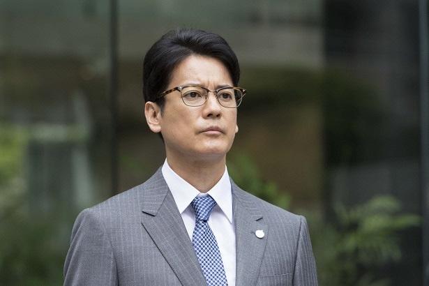 第1話で秋津(唐沢寿明)は、「マルオ―スーパー」富山中央店からいきなり本社に戻される