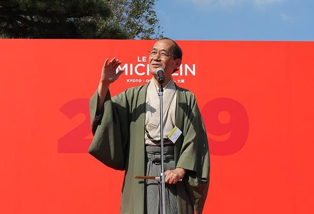 出版記念パーティには、京都市長 門川大作氏も登場、会場となった二条城の文化財を保存し、かつ活用していく取り組みなどを語った