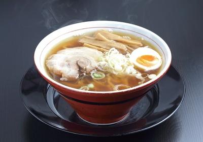 【写真を見る】極太麺が個性的な中華そば(650円)