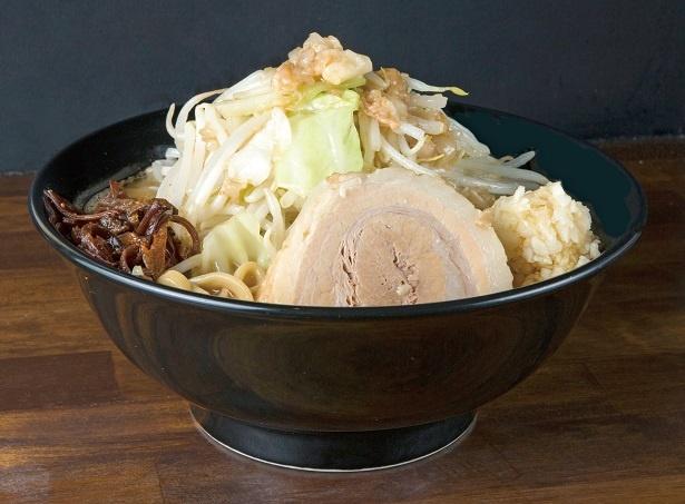 【写真を見る】注目の「らーめん(小)」750円。麺はお好みで増量可能。