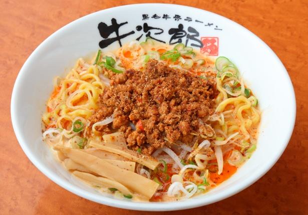 濃厚な牛骨スープがベースの「濃厚しびれ担々麺」(980円)/「黒毛牛骨ラーメン 牛次郎」