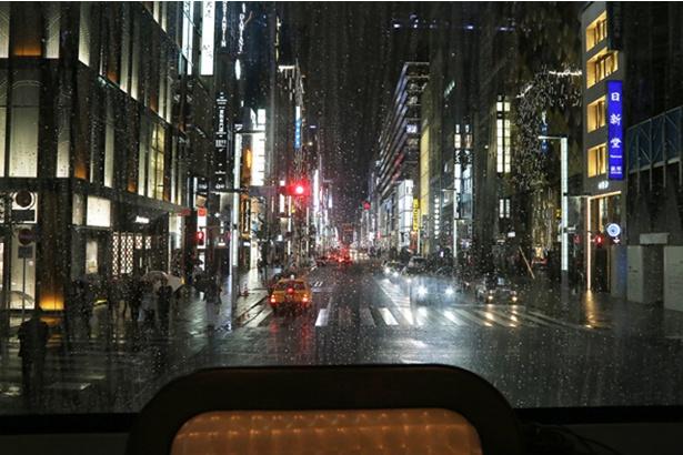 東京レストランバスから眺めると、銀座の街並みもいつもとは違う景色に