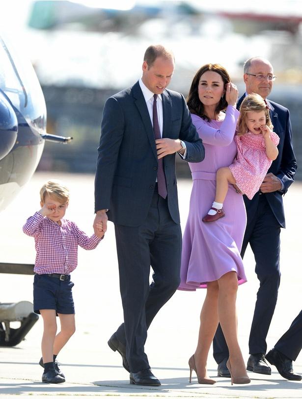 【写真を見る】まったく同じドレス!去年、ドイツを訪問したウィリアム王子一家がこちら