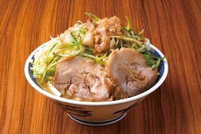 肉の食感がスゴい!ネギチャーシュー(並)(ヤサイちょい増し・ニンニク・アブラ)880円