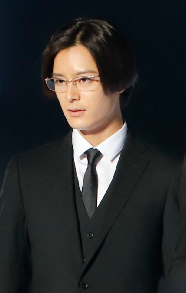 第一側近・誠一郎役の塩野瑛久