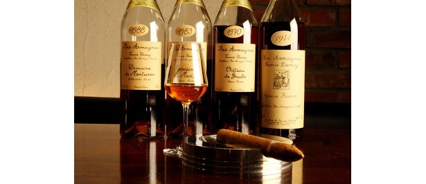 アズバーの、フランシスダローズ・ドメーヌ・オー・デュフレ 1976…1800(1ショット)。白ブドウでつくる貴重なブランデー