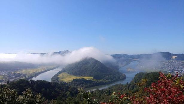 きみまち阪から「七座山」を撮影できる人気の高いスポットもある