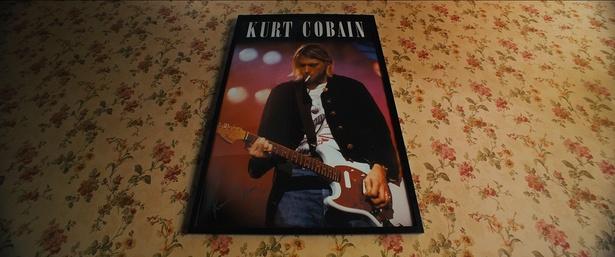主人公・サムのへ売屋にはカート・コバーンのポスターが貼られている