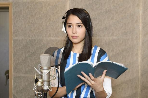 【写真を見る】本作で初めて歌声を披露した広瀬アリス。「顔を真っ赤にしながら歌いました」
