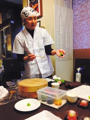 【写真を見る】「御菓子司 玉浦屋」の布田善寛さん