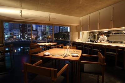 落ち着いて食事が楽しめるゆったりした空間。