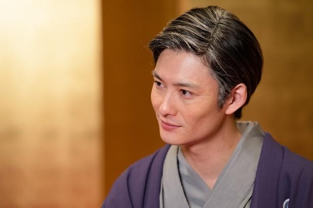 岡田将生は廓噺を得意とする落語の名人・菊比古/八代目・有楽亭八雲を演じる