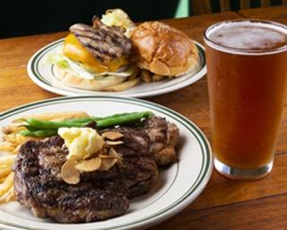 チャコールで焼く滋味深い料理とアメリカのクラフトビールで乾杯