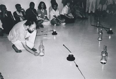桜画廊(名古屋)でのパフォーマンス(1985頃)
