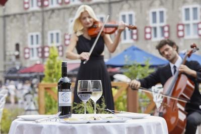 音楽の生演奏とともに味わうワインは格別