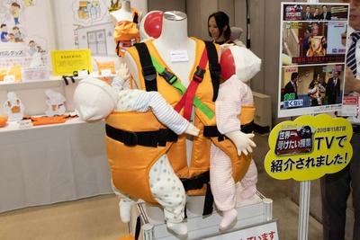 東北大震災で被災した保育園の先生達からの要望で作られたキャリー「避難くん」(日本エイテックス)