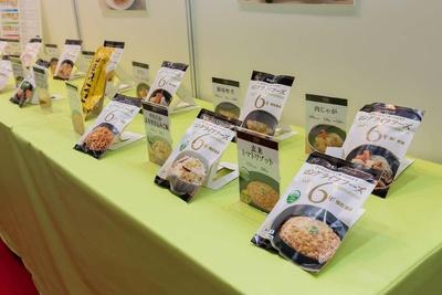 6年間保存可能な「ロングライフフーズ」(LLC)。カロリーも低めとのことで、ダイエット食としても活用可能だ