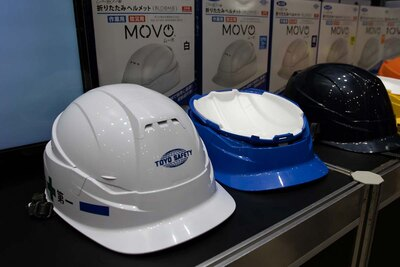 折りたたみヘルメット「MOVO」(トーヨーセフティー) 折りたたむと青いヘルメットのサイズに