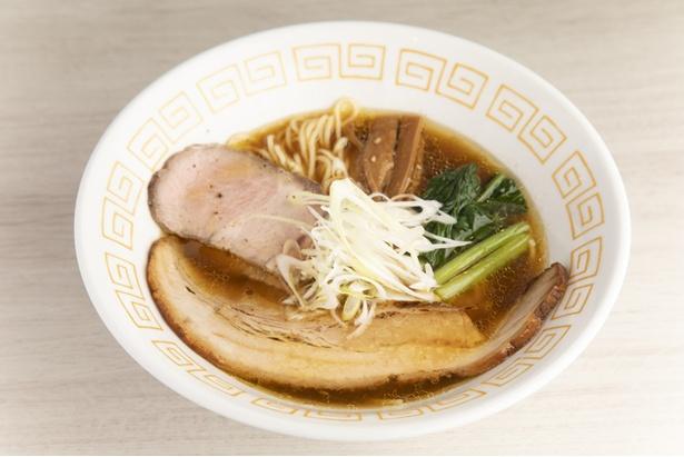 「中華そば(しょうゆ)(790円)」は鶏清湯に魚介を加えあっさりとした一杯