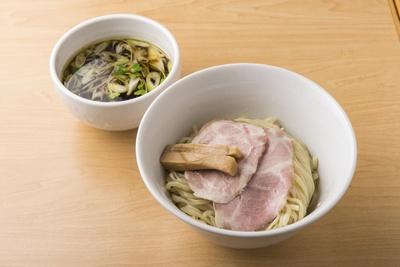 「つけ麺(800円)」は鶏100%のスープで麺はモッチリの熟成多加水麺