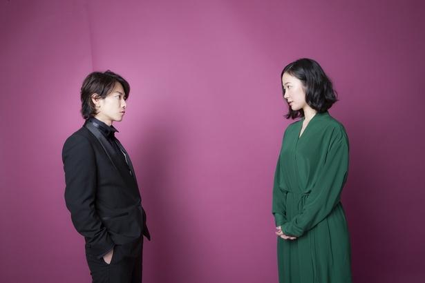 【写真を見る】佐藤健「相変わらず、黒木さんの透明感はすごいですね」