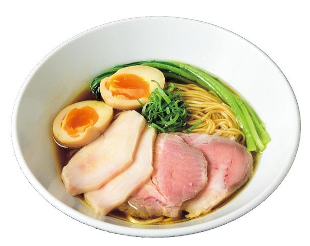 鶏ガラ+丸鶏の清湯スープの、鮮烈な鶏の香りとその後に現れる力強い味わいがおいしい特製芳醇鶏そば(醤油・1100円)/麺や 福は