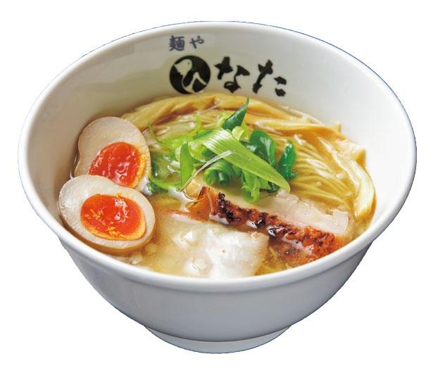 大山地鶏の鶏ガラから作る清湯スープがクリアな塩らーめん(味玉付き・850円)/自家製麺 麺や ひなた