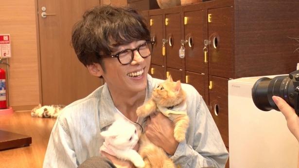 高橋一生が猫に癒やされまくり!