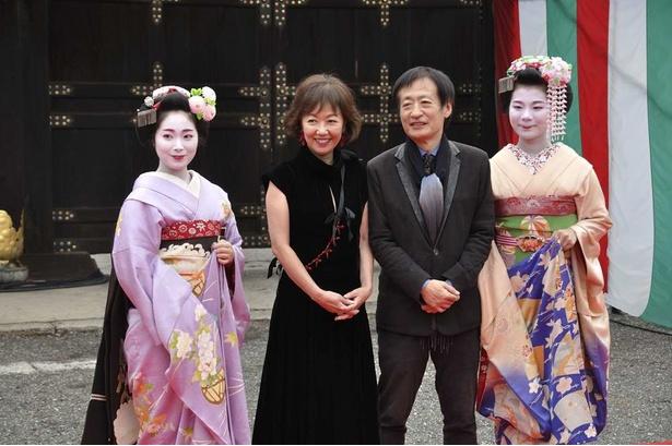 「エリカ38」の奥山和由プロデューサーと、主演の浅田美代子。樹木希林の思い出話にも話が及んだ